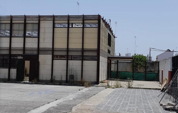 Denuncian la «problemática» generada en el colegio Coca de la Piñera por la «paralización» de las obras del nuevo gimnasio