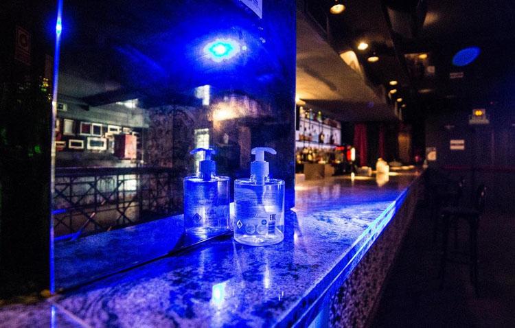 Las discotecas deberán tener un registro de clientes y se reduce el aforo en pubs y en las mesas de los bares