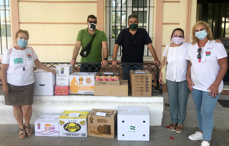Más de 1.000 euros y cuatro toneladas de productos de primera necesidad, gracias a la campaña de los Aceituneros y la base de Morón