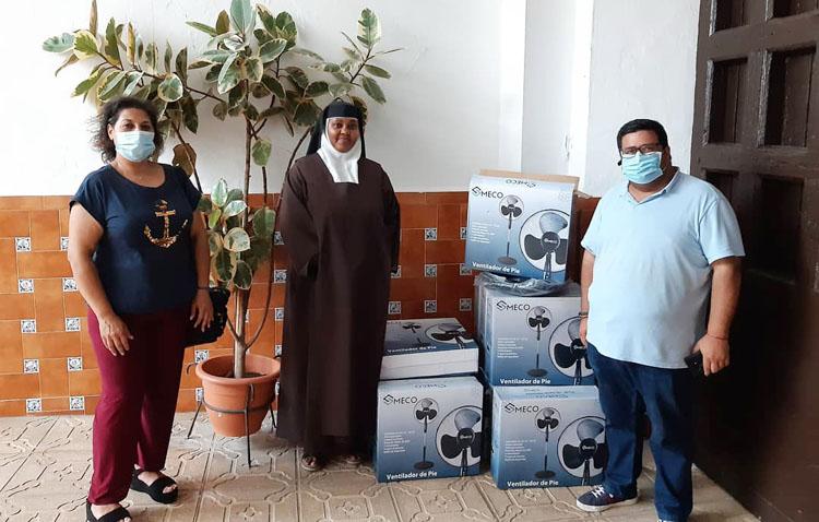 Una donación muy fresquita para las Madres Carmelitas de Utrera