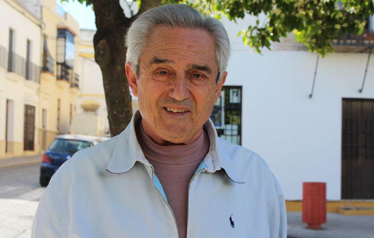 La historia de Manolo Matos Rodríguez, un utrerano que ha enseñado a volver a hablar a cientos de personas a las que se les ha extirpado la laringe