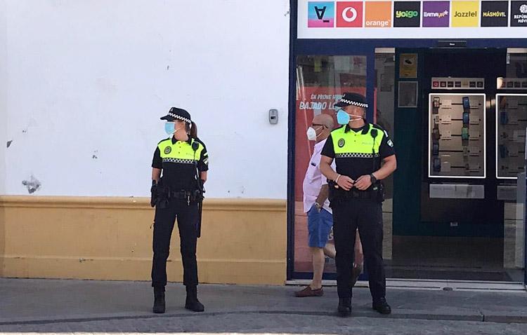 La policía recibe en Utrera otros 60 avisos por incumplir las restricciones en un fin de semana