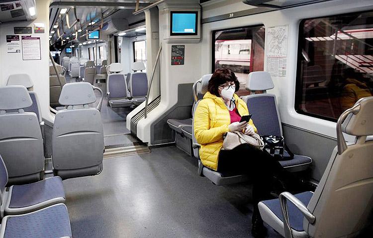 Desalojada del tren por la Policía Local de Utrera y multada por negarse a utilizar mascarilla