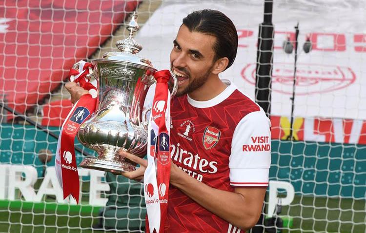 El futbolista utrerano Dani Ceballos consigue su primer título con el Arsenal