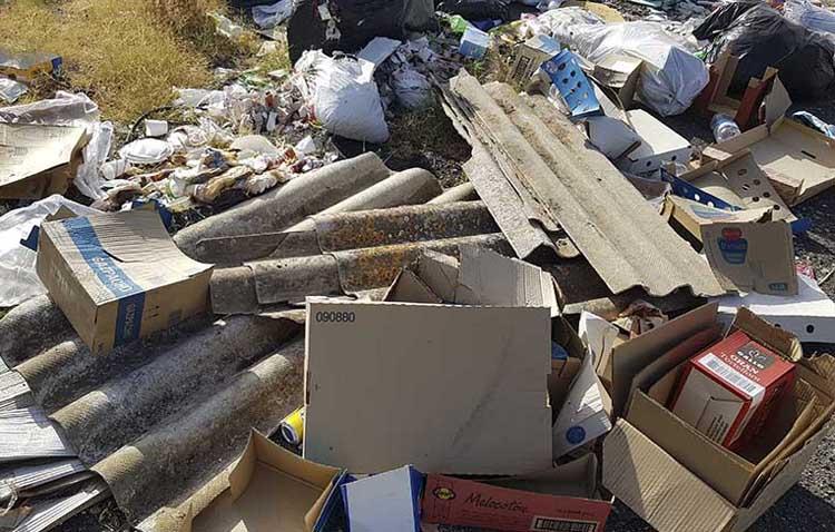 La plataforma «Utrera ECO» denuncia un vertido ilegal con amianto junto a la ciudad