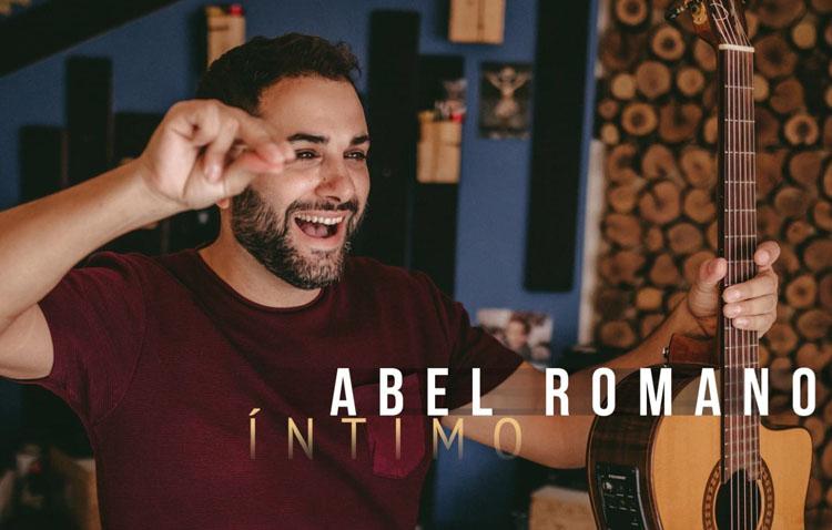 El utrerano Abel Romano, en el ciclo cultural «Noches de verano en Cajasol»
