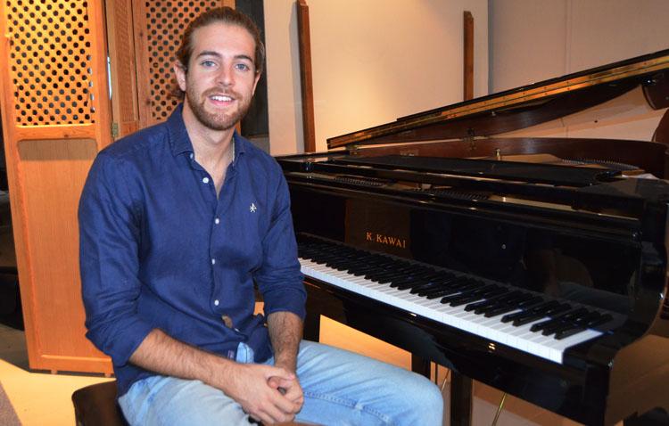 El concierto del pianista utrerano Andrés Barrios en la Bienal de Flamenco de Sevilla, gratis a través de internet