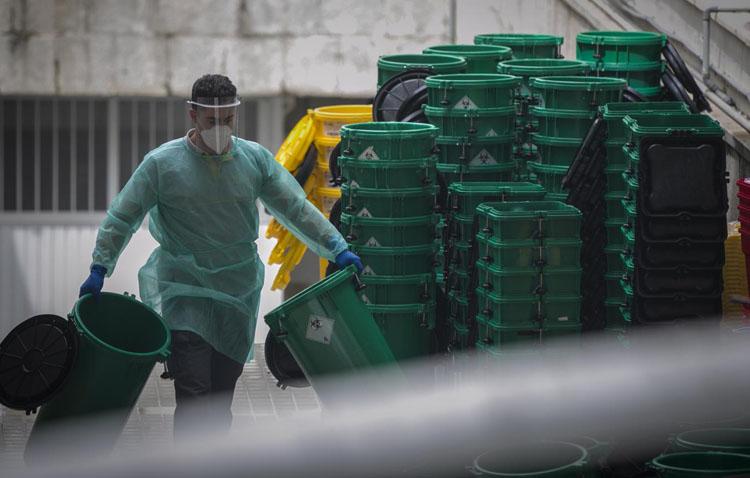 El Ayuntamiento de Utrera ofrece un servicio especial de recogida de basura a las personas contagiadas por COVID-19