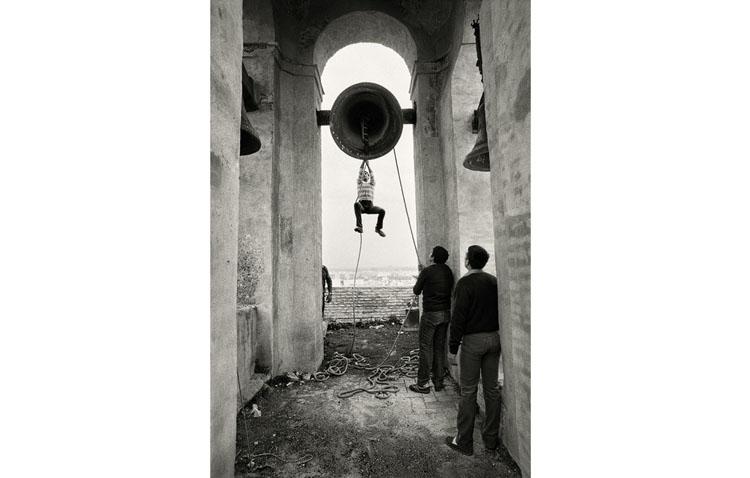 La tradición campanera de Utrera, presente en una exposición fotográfica en Madrid