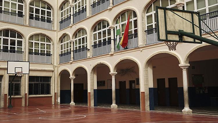 El colegio Sagrada Familia cierra un aula de Infantil ante el contagio de familiares de un alumno