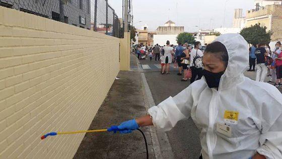 El Ayuntamiento de Utrera establece un dispositivo especial de desinfección en los colegios