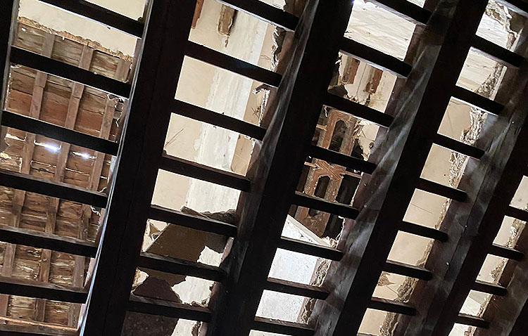 Roban decenas de metros de azulejos barrocos del antiguo convento de las Clarisas de Utrera