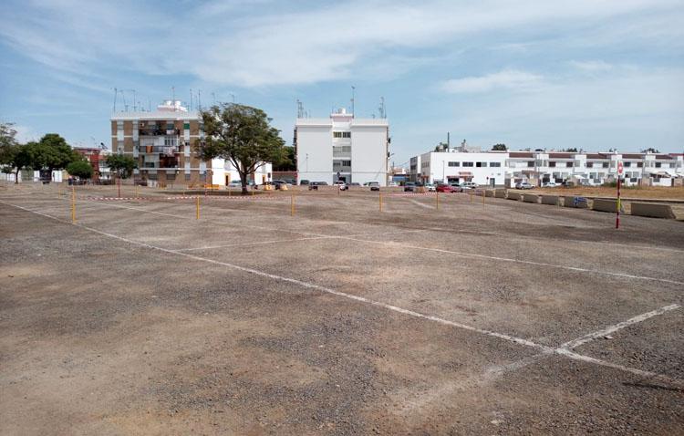 La explanada del Matadero dice adiós a décadas de barro y polvo y reabre acondicionada para más de 250 aparcamientos