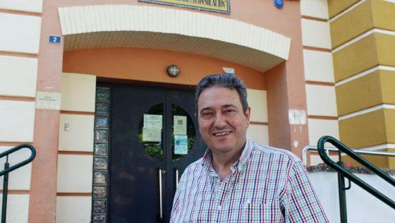El enfermero Manuel Laínez, casi cuatro décadas siendo uno de los referentes sanitarios más conocidos de Utrera