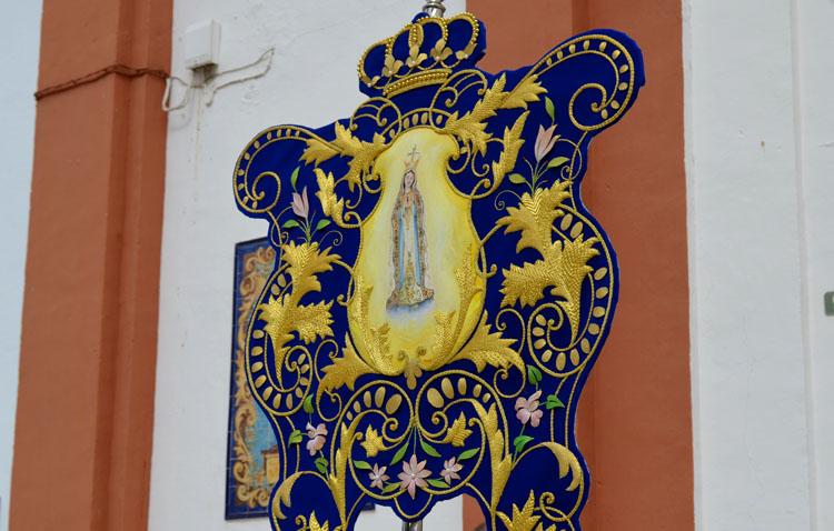 La hermandad de Fátima sustituye la visita de su Virgen a San José con un rosario ante el simpecado en la parroquia