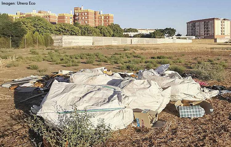 «Utrera Eco» denuncia la existencia de un «gran vertedero ilegal» junto a Campoverde y Los Militares