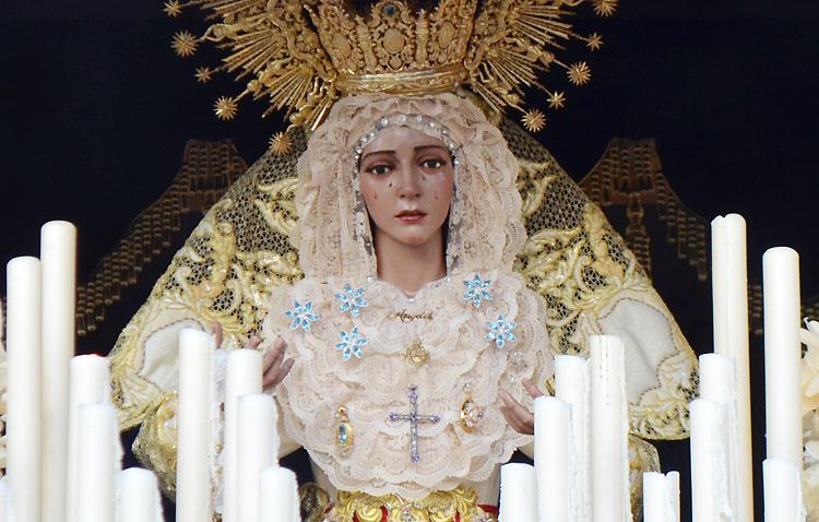 Un fin de semana de veneración popular a la Virgen de los Ángeles ante la ausencia de besamanos