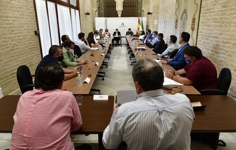 Utrera participa en una reunión de trabajo para acordar un plan de actuación frente al virus del Nilo