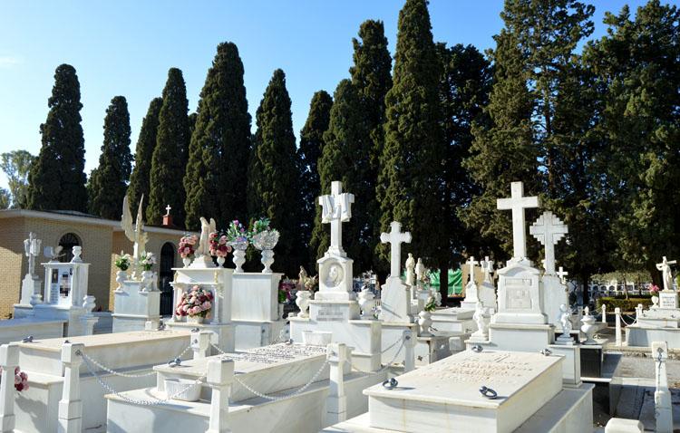 La misa por el día de los difuntos en el cementerio de Utrera reduce su aforo a un tercio