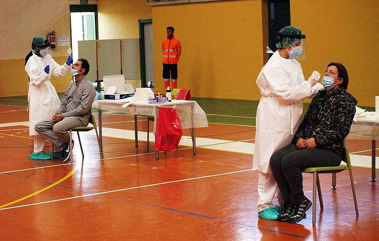 La Junta de Andalucía realizará en Utrera un cribado masivo de tests para conocer la situación de la pandemia