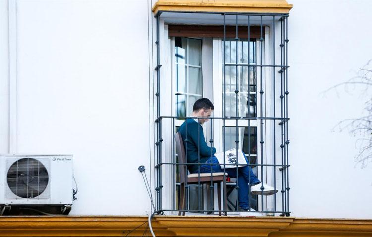 La policía impondrá multas de hasta 60.000 euros a quienes no guarden la cuarentena domiciliaria