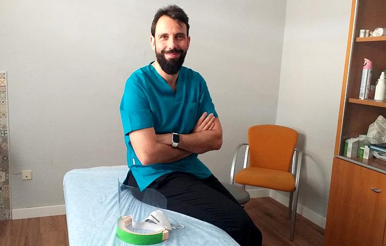 Un utrerano de adopción que ha recorrido medio mundo dando clases para la Escuela Internacional de Osteopatía de Madrid
