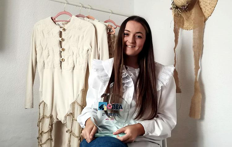 La diseñadora utrerana Helena López triunfa con una colección inspirada en los insectos y sostenible con el medio ambiente