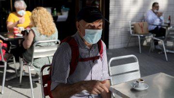 Entra en vigor el endurecimiento del uso de las mascarillas en los bares y actividades deportivas