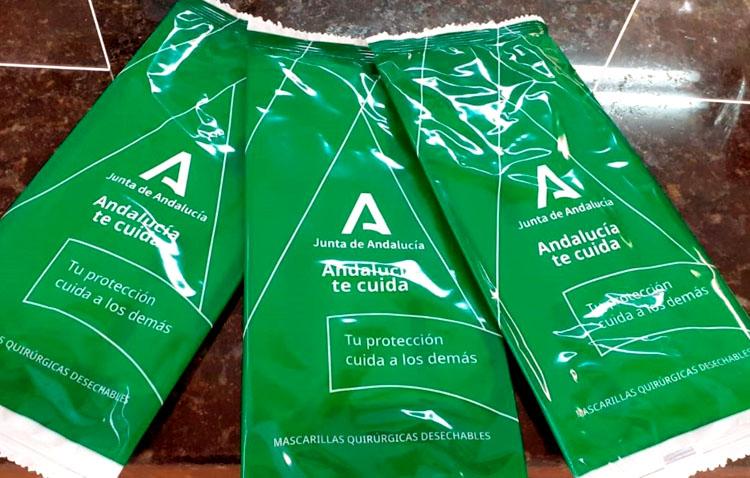 Las farmacias de Utrera comienzan el reparto del segundo lote de mascarillas gratuitas para personas mayores