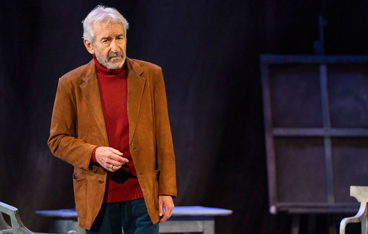 La obra de teatro de José Sacristán adelanta su horario para adaptarse a las nuevas restricciones
