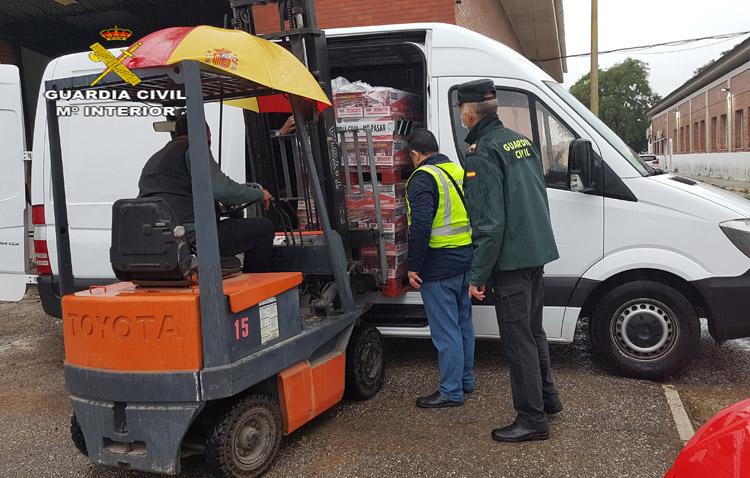 La Guardia Civil recoge cuatro toneladas de productos para el Banco de Alimentos