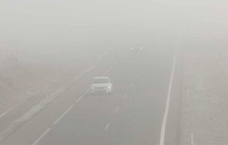 La intensa niebla vuelve a provocar retenciones kilométricas en la autovía Sevilla-Utrera