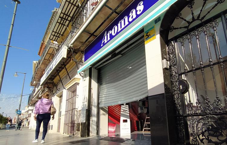 La perfumería de la plaza del Altozano sufre su segundo robo por el método del alunizaje en 20 días