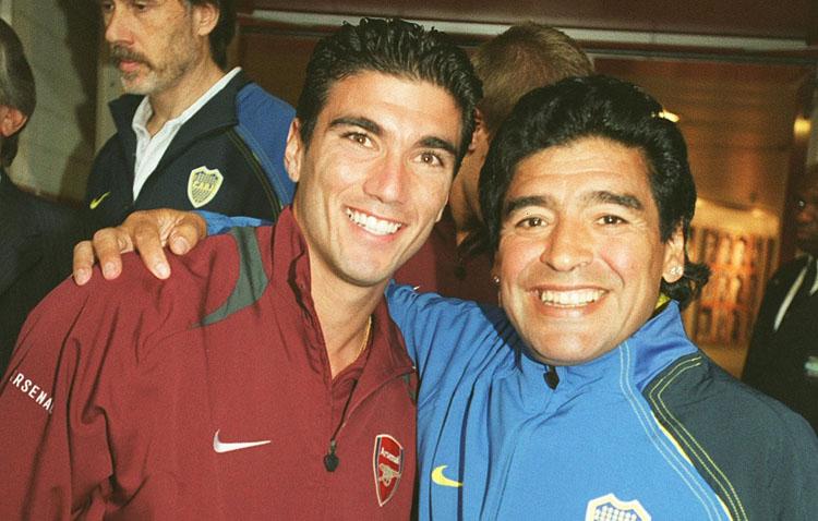 El Arsenal homenajea a Maradona a través de una bonita imagen con José Antonio Reyes