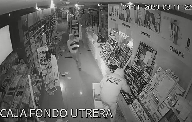 Detenido uno de los autores del doble robo de la perfumería de la plaza del Altozano por el método del alunizaje