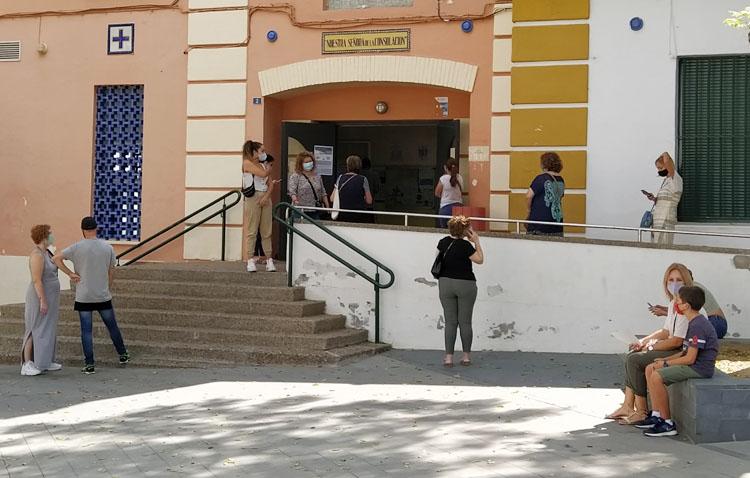 Los centros de salud de Utrera reorganizarán sus accesos para facilitar la entrada a los usuarios de una manera segura