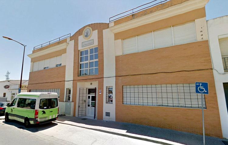 La Junta de Andalucía concierta 10 nuevas plazas en el centro de día de la calle Molares