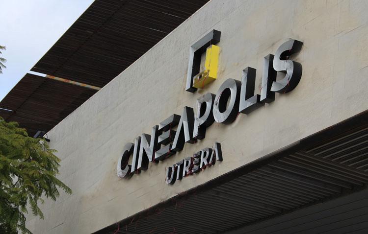¿Con qué películas y horarios se estrenan las salas de cine en Utrera?