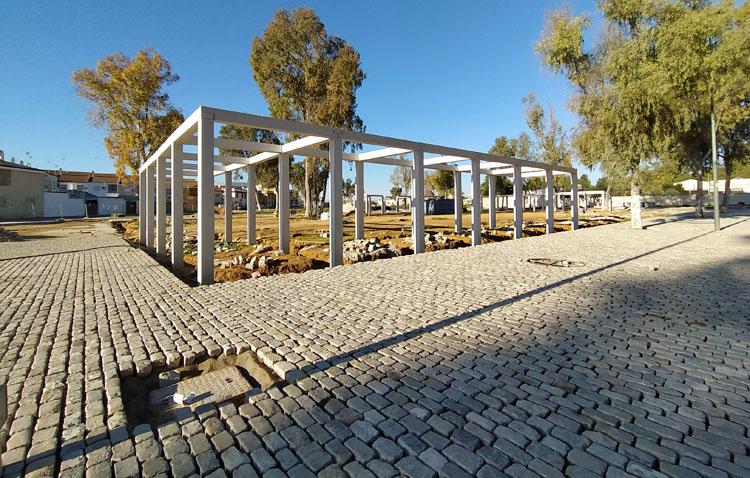 La nueva caseta municipal toma forma en el reformado recinto ferial de Utrera