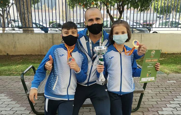 Dos medallas de oro y un bronce para el club «ON Sport & Wellness» en la final de la liga nacional de kárate