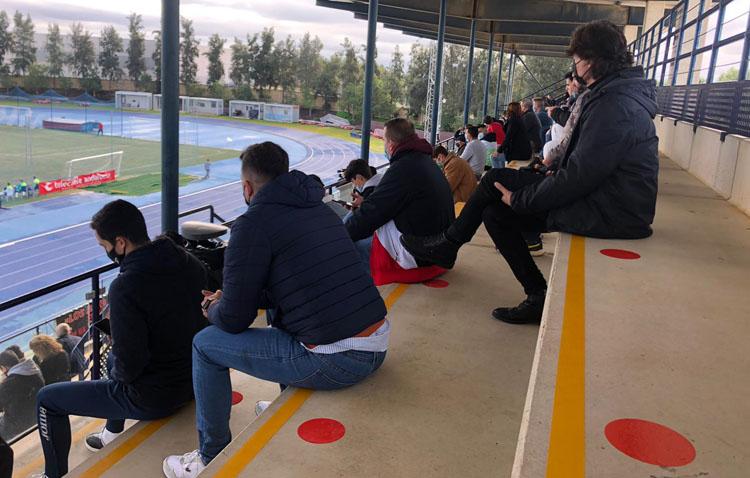 El público regresa a los estadios en Utrera, reabren parques infantiles, se amplían aforos en bares y hay cambios en transporte
