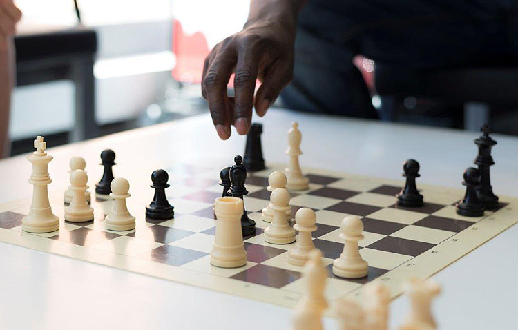 Asoca pide a los utreranos que donen tableros y figuras de ajedrez para proyectos de educación ambiental y en valores