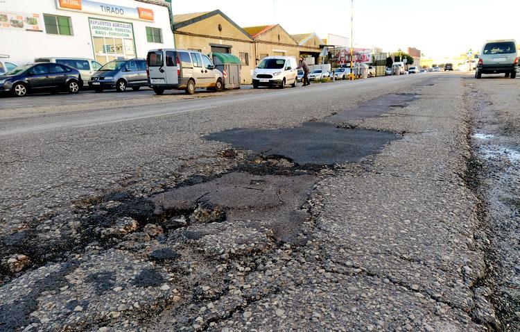 Utrera «gana» una calle con la recepción de la Carretera Amarilla
