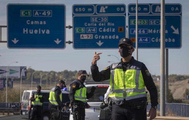 Sevilla capital sigue los pasos de Utrera y este miércoles amanece ya cerrada perimetralmente