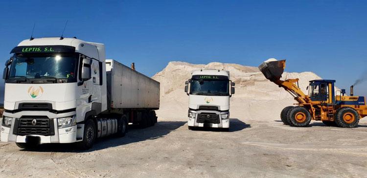 Dos empresas de Utrera, trabajando en el centro de España para minimizar los efectos de la borrasca «Filomena»