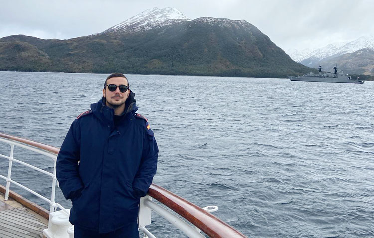 La vuelta al mundo de Fernando Piña, un utrerano de 24 años a bordo del mítico buque escuela «Juan Sebastián de Elcano»