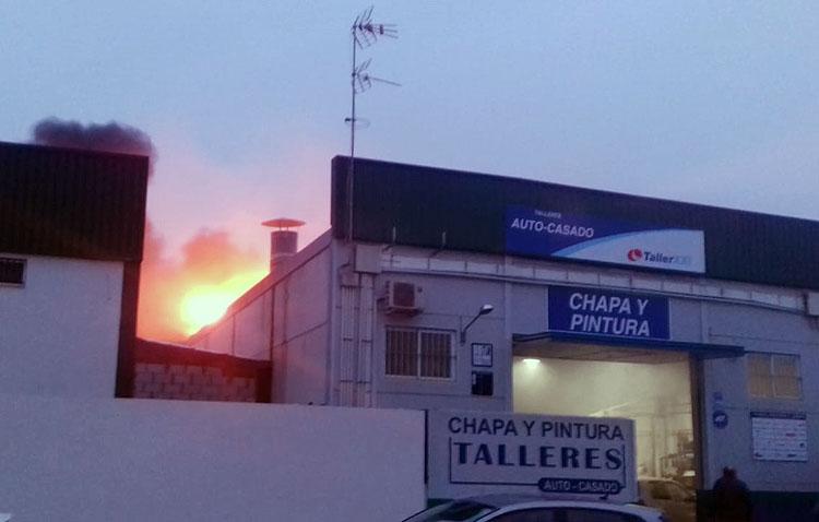 Registrado un incendio en un taller de chapa y pintura en el polígono «El Torno»