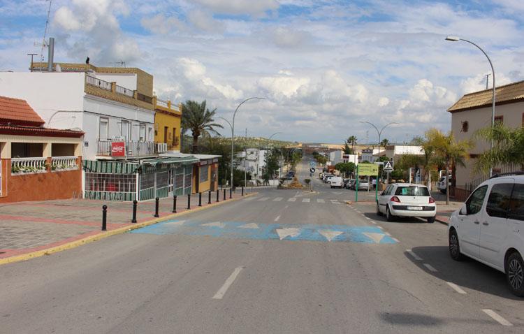 El Palmar de Troya instalará pérgolas bioclimáticas en su avenida de entrada para mejorar las condiciones de los bares
