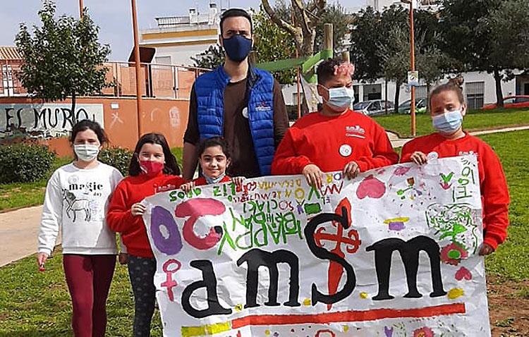 La asociación de mujeres «Santiago el Mayor» cumple dos décadas trabajando a favor de las familias más vulnerables