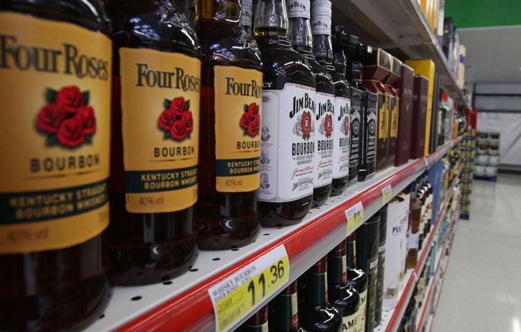 La Junta matiza la prohibición de vender alcohol a partir de las 18.00 horas y permite las que tengan menos de 21º